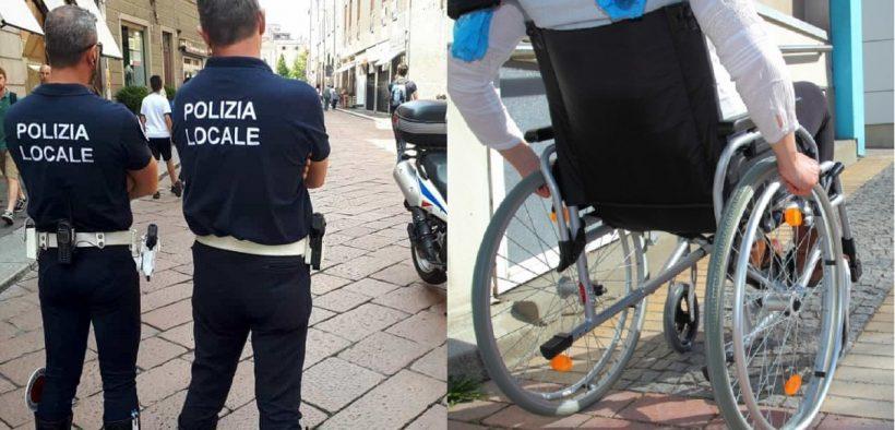 vigili urbani deridono un disabile