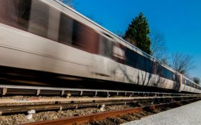 sotto un treno