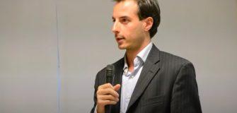 avvocato prisco conferenze microfono parlare