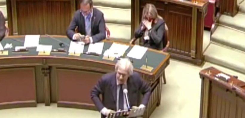 sgarbi in parlamento camera deputati aula